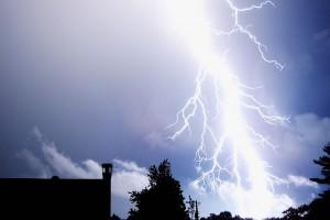 lightning-1845_640